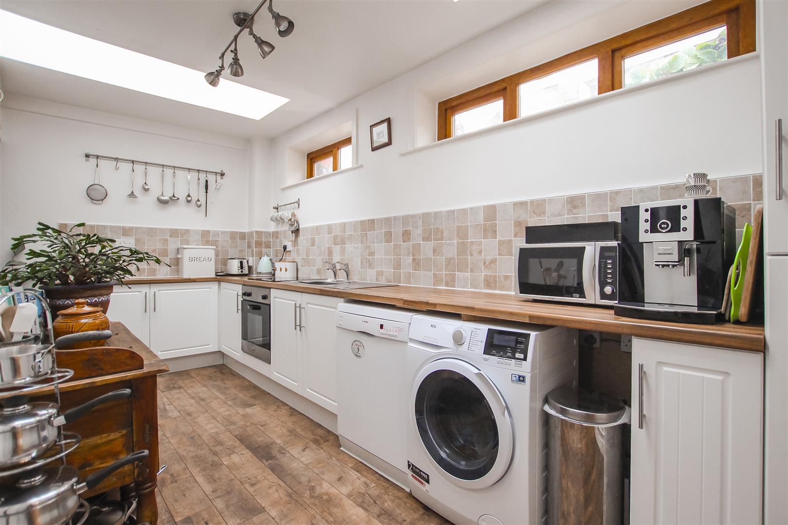 2 Bedroom Cottage For Sale - Kitchen